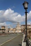 Straten van Rome dichtbij het Keizerforum Stock Foto