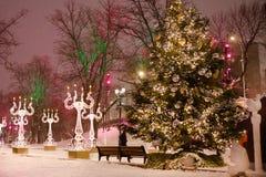 Stratendecoratie op Nieuwjaar en Kerstmisseizoen Moskou, 05 Januari, 2017 Stock Afbeelding
