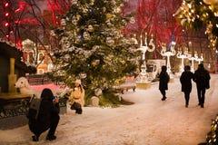Stratendecoratie op Nieuwjaar en Kerstmisseizoen Moskou, 05 Januari, 2017 Royalty-vrije Stock Fotografie