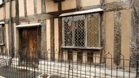 Stratford Upon Avon, Warwickshire, het UK - 26 November 2018: Geboorteplaats van Shakespeare stock video