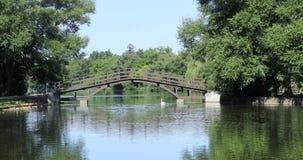 Stratford, Canada, une vue de rivière d'Avon au pont 4K banque de vidéos