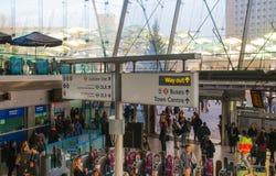 Stratford internationale post met partijen als mensen Londen Royalty-vrije Stock Foto