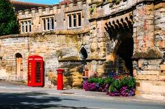 Stratford på Avon, UK Rött brittiskt telefonbås royaltyfria foton
