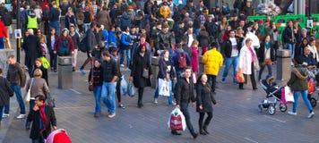 Stratford zawody międzynarodowi pociąg, tubka i przystanek autobusowy, jeden duży przewieziony złącze Londyński i UK Zdjęcia Royalty Free