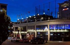 Strathcona pub przy nocą i hotel Zdjęcia Royalty Free