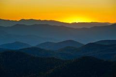 Strati blu delle montagne appalachiane della strada panoramica del Ridge Immagini Stock Libere da Diritti