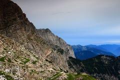 Strati del calcare del picco di Malo Spicje, valle di Trenta, Slovenia Fotografia Stock