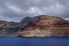 Strati della roccia dell'isola di ascensione immagine stock