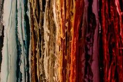 Strati di carta casalinghi in tutti i colori fotografia stock libera da diritti