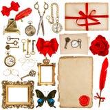 Strati di carta con gli accessori d'annata isolati su bianco scrapbo Fotografia Stock