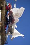 Strati e vestiti che si asciugano nel vento Fotografie Stock Libere da Diritti