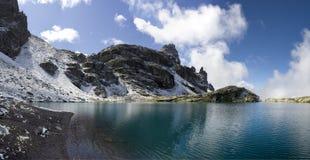 Strato del lago nelle alpi svizzere - Shottensee Fotografia Stock