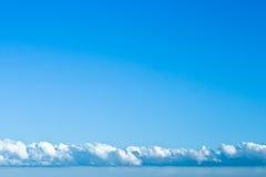 Strato della nube in un cielo libero fotografie stock libere da diritti