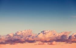 Strato delle nuvole in cielo luminoso di sera Fotografia Stock
