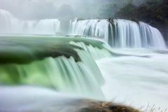 Strato di seta luccicante di Ban Gioc Waterfall Fotografie Stock Libere da Diritti