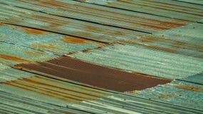 Strato ondulato del tetto del metallo Struttura arrugginita del metallo Fotografia Stock Libera da Diritti