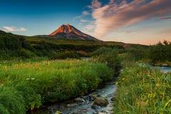 Stratovolcano attivo classico Vilyuchinsky Regione dell'Eurasia, Estremo Oriente russo, Kamchatka immagine stock libera da diritti