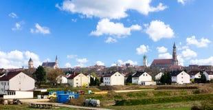 Straubing w Bavaria Niemcy panoramicznym cityview przy niebieskim niebem obrazy royalty free
