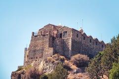 Stravovanie在山的寺庙城堡 库存图片