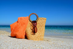 Straw bag by the shore Royalty Free Stock Images