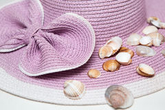 Straw Beach Hat met Shells Royalty-vrije Stock Foto