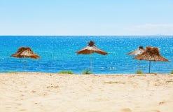 Straw Beach Umbrellas royalty-vrije stock afbeelding