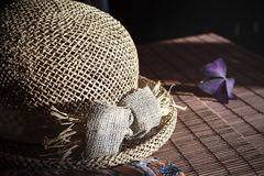 Straw hat on the bamboo tablecloth Royalty Free Stock Images