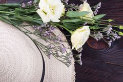 Straw hat and light roses royalty free stock photos