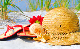 Straw hat and shells on beach Royalty Free Stock Photos