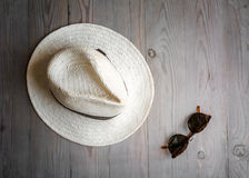 Straw hat and sunglasses Royalty Free Stock Photography