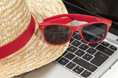 Straw hat, sunglasses Royalty Free Stock Images