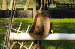 A straw hat used for gardening Royalty Free Stock Photos