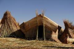 Straw Hut på att sväva ön i Peru Royaltyfri Bild