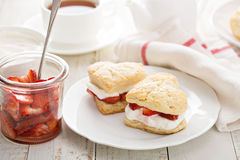 Strawbbery shortcakes with whipped cream Royalty Free Stock Photos