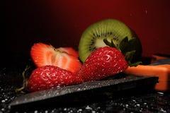 Strawberr, kiwi, couteau Photos libres de droits