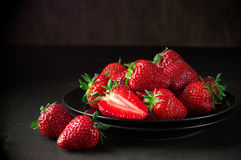 Strawberries in black plate Stock Photography