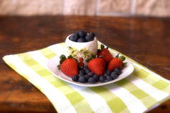 Strawberries and blueberries Royalty Free Stock Photos