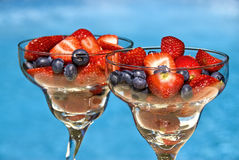 Strawberries and Blueberries i Royalty Free Stock Image
