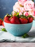 Strawberries in bowl with heart and roses Royalty Free Stock Photos