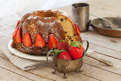 Strawberries Bundt Cake Royalty Free Stock Photography