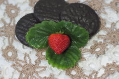 Strawberries with chocolate biscuits Royalty Free Stock Photography