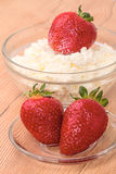 Strawberries with cottage cheese Royalty Free Stock Photos