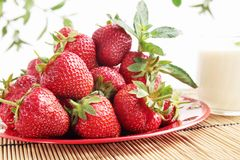 Strawberries with the cream Royalty Free Stock Images