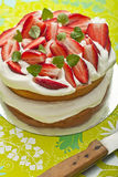 Strawberries and cream cake Royalty Free Stock Images