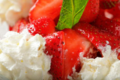 Strawberries and cream closeup Royalty Free Stock Photography