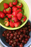 strawberries and grapes Royalty Free Stock Images