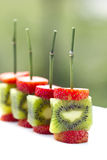 Strawberries kiwi skewers Royalty Free Stock Photography