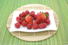 Strawberries and raspberries Royalty Free Stock Images