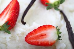 Strawberries and vanilla Royalty Free Stock Photos