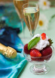 Strawberries with whipped cream and champagne Royalty Free Stock Photos